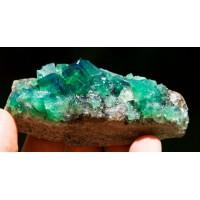Matris Üzerinde Florit Kristalleri (yeşil-mavi-lacivert-mor)
